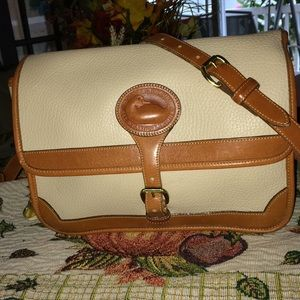 Dooney & Bourke shoulder bag/purse